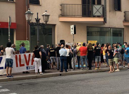 """Taranto, sit-in """"No Ilva"""": Nessun salvataggio con fondi pubblici"""