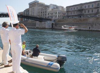 Idroscalo a Taranto, volo di prova e ammaraggio sul Canale Navigabile