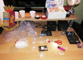 Spacciavano droga, arrestati madre e figlio