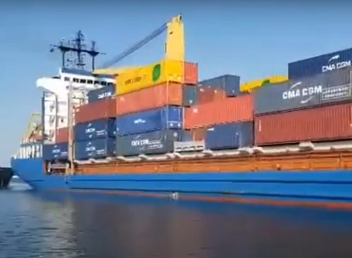 Dopo 6 anni una nave porta-container attracca al porto di Taranto. Ecco il VIDEO