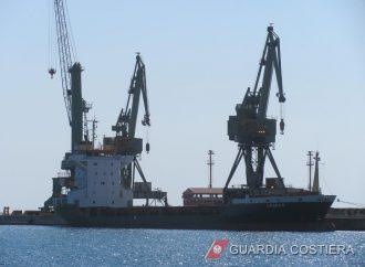 Taranto, la Capitaneria 'ferma' una nave in porto: ecco perché