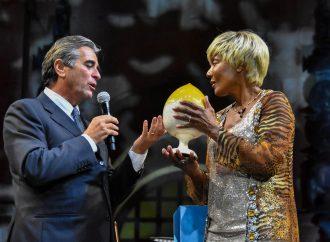 Medita, la Bcc S. Marzano assegna il Premio dei Due Mari ad Amii Stewart