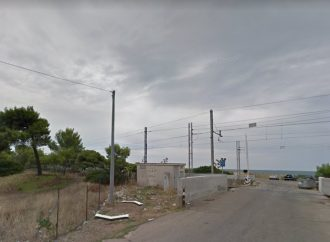Taranto, bravata al passaggio a livello mentre passa il Frecciarossa