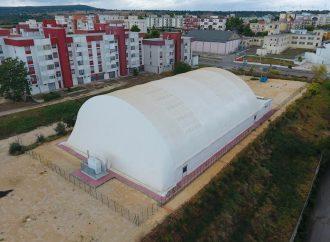 Castellaneta, la nuova tensostruttura la inaugura Gravina