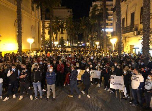 Taranto, manifestazione contro il Dpcm