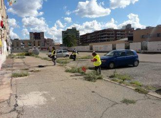 Taranto, pulizia straordinaria al rione Tamburi e in piazza Bettolo