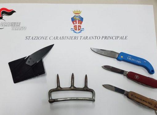 Taranto, tentano di entrare in Tribunale con coltelli e tirapugni