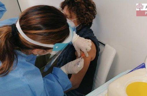 Covid, il ministero della Salute autorizza il vaccino AstraZeneca fino a 65 anni