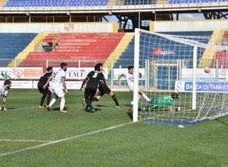 Serie D, il Taranto al comando di un girone appeso ai recuperi