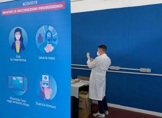 Vaccini, Puglia pronta a ripartire. In 3 giorni sospese 15mila dosi di AstraZeneca