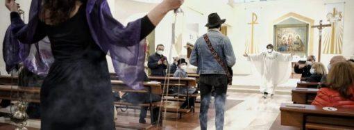 Taranto, flash mob a messa contro la crisi dei settori cultura e spettacolo