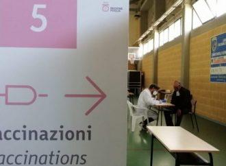 Vaccinazioni, boom di prenotazioni. Effetto green pass anche in Puglia