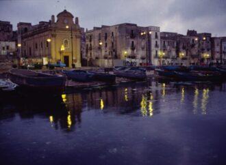 Addio a Luigi Mangione, il farmacista che fotografava Taranto con la luce blu