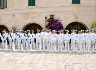 Taranto, il Castello Aragonese imbandierato e illuminato per la Giornata della MM